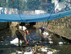 Bersihkan Sungai Citeupus, Dansub 13 Sektor 22 Citarum Harum, Ajak Semua Pihak Bahu Membahu Jaga Lingkungan