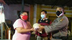 Gelar Patroli Penegakan Peraturan PPKM Level 4, Polsek Kebayoran Lama Bagikan 100 Paket Sembako