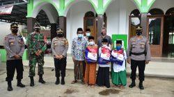 Dalam Silaturahminya ke Ponpes Fathurrohman, Kapolres Banjar Melaksanakan Baksos Berikan Paket Sembako Kepada Anak Yatim Piatu