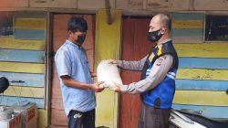 Polsek Cisaga Polres Ciamis Giat Penyaluran Bansos Kapolri