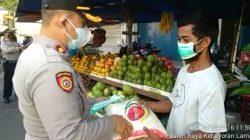 Peduli Pedagang Kecil, Kapolsek Kebayoran Lama Berikan Bantuan 245 Paket Beras