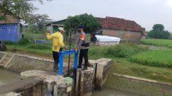 Antisipasi Bencana Banjir, Brimob Jabar Kembali Cek Debit Pintu Air Jetis