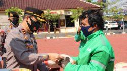 Polres Jepara Salurkan Bansos Kepada Komunitas Ojol dan Sopir Angkot Terdampak