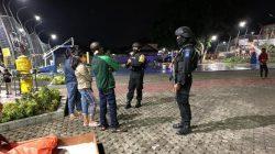 Patroli Kamtibmas Malam Hingga Dini Hari, Sat Brimob Polda Jabar Tak Lupa Edukasikan Para Remaja Pentingnya Prokes Ditengah PPKM Darurat Level 4