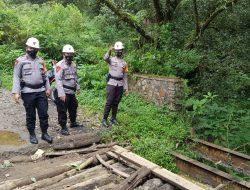 SAR Brimob Polda Jabar Cek Jembatan Yang Di Laporkan Masyarakat Sudah Tidak Layak Lagi