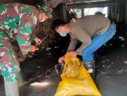 Bersihkan Sungai Cibarani, Dansub 8 Sektor 22 Citarum Harum, Ajak Warga Jaga Kebersigan Sungai