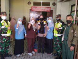 Personel Polsek Padalarang Monitoring Vaksinasi di Wilayah Desa Kertamulya