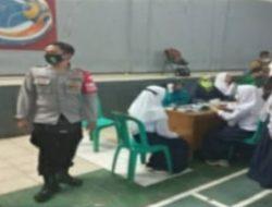 Kapolsek Cikalongwetan Monitoring Pelaksanaan Vaksinasi Pelajar Puskesmas DTP Cikalongwetan