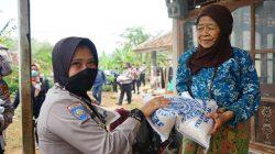 Kapolres Cimahi Bersama Team Gabungan Melaksanakan Bansos