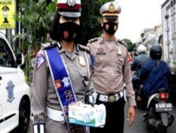 Satuan Lalu Lintas Polres Cimahi Melaksanakan Dikmas Lantas dan Pembagian Masker