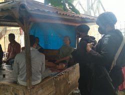 Cegah Penyebaran Covid-19, Anggota Brimob Jabar Berikan Himbauan Protokol Kesehatan Kepada Masyarakat Dikampung Tangguh Jangari