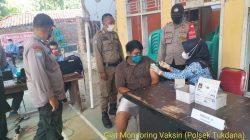 Anggota Polsek Tukdana Giat PAM Dan Monitoring Vaksinasi Di Desa Cangko