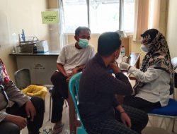Di Kantor Puskesmas Anggota Polsek Lelea Giat PAM Dan Monitoring Vaksinasi