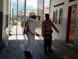 Cegah Penyebaran Covid-19, Brimob Jabar Lakukan Penyemprotan Disinfektan Di Lingkungan Sekolah SMK Pasundan Jatinangor