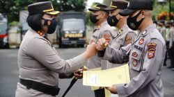 Kapolres Banjar Pimpin Upacara Pemberian Penghargaan Personel Polres Banjar yang Berprestasi