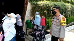 Pastikan Penerapan Prokes Di tempat Wisata, Polisi Sambangi Tempat Wisata Spark Forest Sambil Bagikan Masker Dimasa PPKM