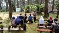 Personel Brimob Jabar Berikan Himbauan Kepada Wisatawan Agar Selalu terapkan Protokol Kesehatan