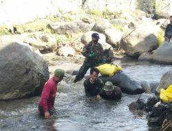 """Bersihkan Sungai Cikapundung, Dansub 12 Sektor 22 Citarum Harum : """"Warga Agar Menjadi Agen Menjaga Kebersihan Sungai"""""""