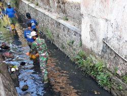 Dansub 3 Sertu Suritno : Membersihkan Sungai Adalah Tugas Mulia