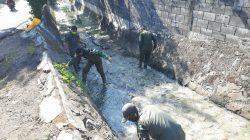 Bersihkan Sampah dan Rumput Liar di Sungai Cibodas, Dansub 10 Sektor 22 Citarum Harum, Pastikan Tuntas Oleh Anggota dan Baraya