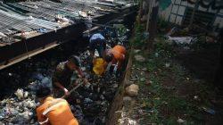Tumpukan Sampah Pasca Hujan, Sektor 22 Citarum Harum Sub 5, Turun Langsung Bersihkan Anak Kali Ciateul