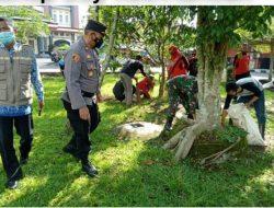 Berikan Rasa Aman Nyaman, Jajaran Personel Polsek Rancah Giat Pengamanan World Clean Up Day