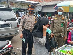 Sat Samapta Polres Ciamis Tinjau Aktivitas Posko PPKM Mikro di Pasar Manis