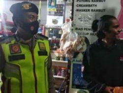 Anggota Polsek Batujajar Lakukan PatroliMalam Terkait PPKM