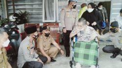 Punyai Jiwa Sosial Tinggi, Polri Bersinergi Dengan TNI Berikan Bansos Beras Dan Kursi Roda Dimasa PPKM