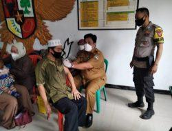 Anggota Polsek Cipatat Monitoring Vaksinasi Ke 2 di Wilayah Desa Citatah