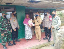 Paket Bansos Sembako Terus Disalurkan Polisi Kepada Warga Tedampak Covid-19 Di Massa PPKM