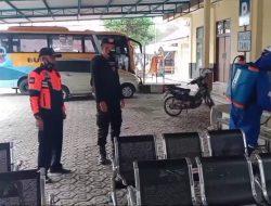 Brimob Jabar sasar Kantor Dishub Kabupaten Garut untuk laksanakan Penyemprotan Disinfektan
