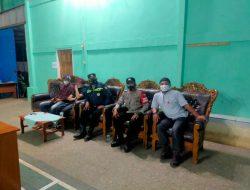 Pilkades Serentak 2021, Kanit Binmas Polsek Pacet Bersama Bhabinkamtibmas, Hadiri Penghitungan Suara Di Desa Girimulya