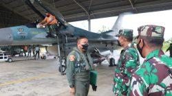 Danlanud Sim Terima Kedatangan Dua Pesawat Tempur F-16 Dari Skadron Udara 16 Pekanbaru