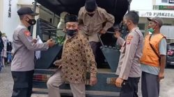 Kabid Humas Polda Jabar : Door To Door Polisi Antar Jemput Lansia Ikuti Vaksinasi Di Puskesmas Maja Dimasa PPKM