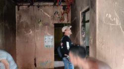 Kapolsek Arahan Polres Indramayu Membantu Padamkan Rumah Warga Kebakaran