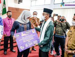 Bupati Ciamis Serahkan Uang Kadeudeuh Bagi Atlit Berprestasi PON XX Papua